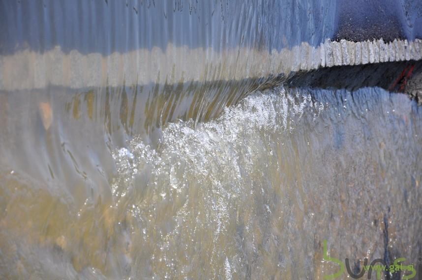 Voda tece